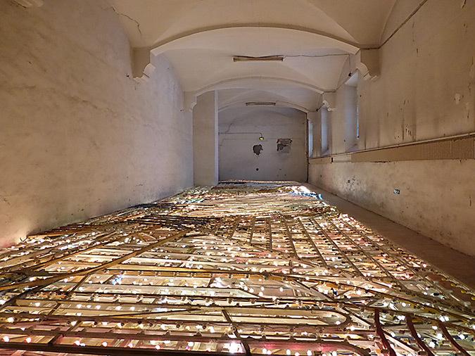 Massimo Bartolini, Cecina, Italie - La Rue là-bas, 2011 © La disparition des Lucioles, 2014 – Photo : Vincent Laganier
