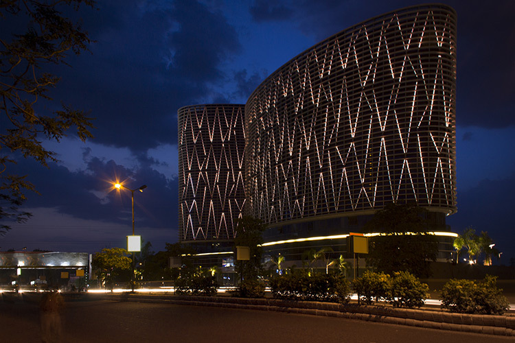Mondeal square à Ahmedaba, Inde - Conception lumiere Marie-Ikram Bouhlel - Photo Atelier Dada