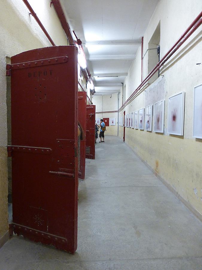 Prison Sainte Anne, La disparition des Lucioles, Collection Lambert, Avignon, 2014 - Photo : Vincent Laganier