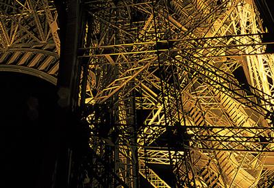 1-Tour-Eiffel,-Paris---Architecte-Gustave-Eiffel---Concepteur-lumière-Pierre-Bideau---Photo-Vincent-Laganier---SNTE-