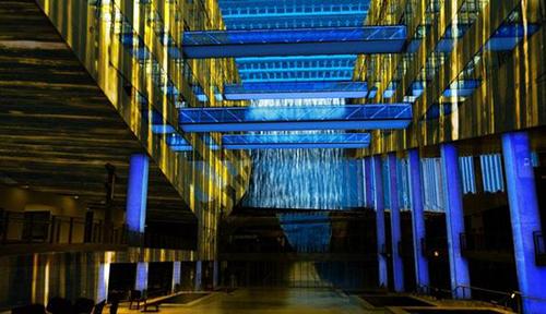 Cathédrale-d'eau-et-de-lumière-2--Hôtel-de-Région---Lyon---Les-Orpailleurs-de-Lumière---Fete-des-Lumières-2014