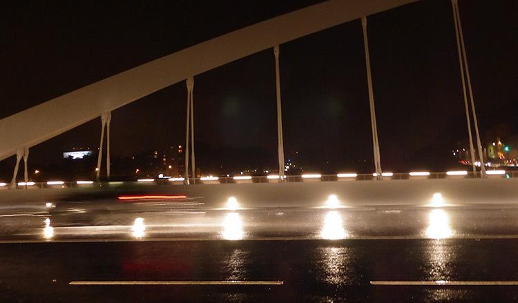 Lyon,-pont-Schuman,-mise-en-lumiere-Les-éclairagistes-associées---vue-amont-photo-Vincent-Laganier