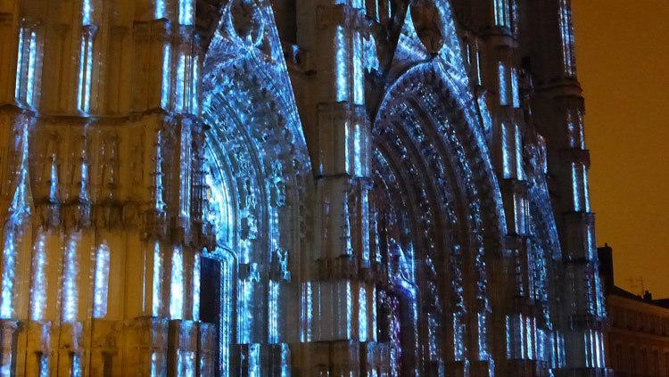 8- Son et lumiere - Illumi Nantes - Facade de la Cathedrale - Peinture Yann Thomas - Images Spectaculaires © Vincent Laganier