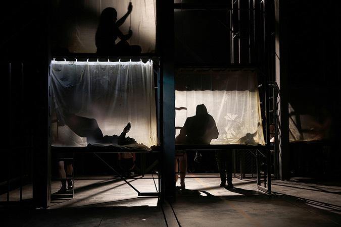 Misterioso-119 de Koffi Kwahulé, théâtre Vidy-Lausanne - Mise en scène : Cédric Dorier – Créateur lumière : Christophe Forey - Photo : Mario del Curto