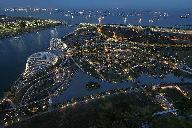 Jardins-de-la-baie-Marina-South-Singapour-1-Prix-de-eclairage-urbain-et-paysager-Lamp-Awards-2013