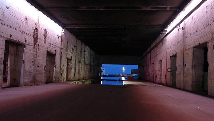 Mise-en-lumiere-Virginie-Voue,-Luminescence--Base-sous-marine,-St-Nazaire--Photo-Vincent-Laganier (2)