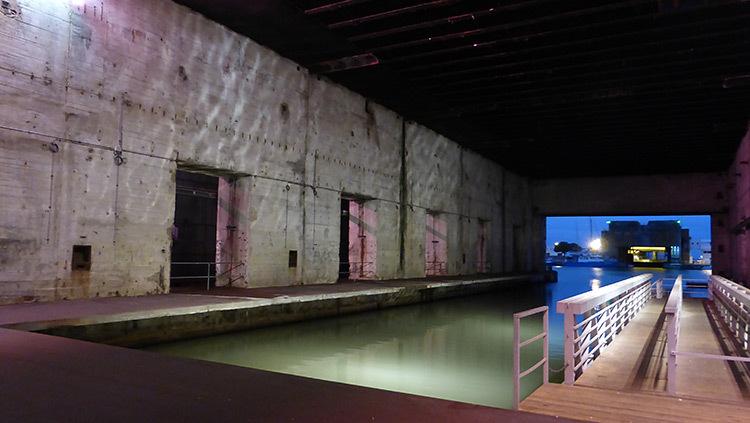 Mise-en-lumiere-Virginie-Voue,-Luminescence--Base-sous-marine,-St-Nazaire--Photo-Vincent-Laganier (3)