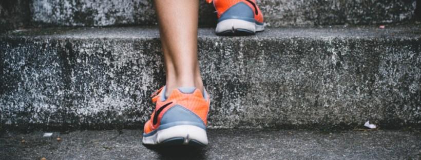 corredor en escaleras