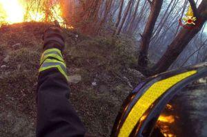 vigili-fuoco-incedio-bosco
