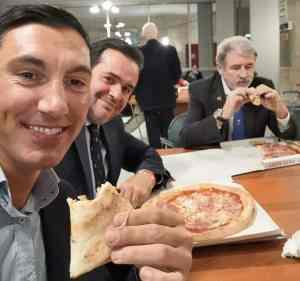 pizza in Comune per il Sindaco Bucci