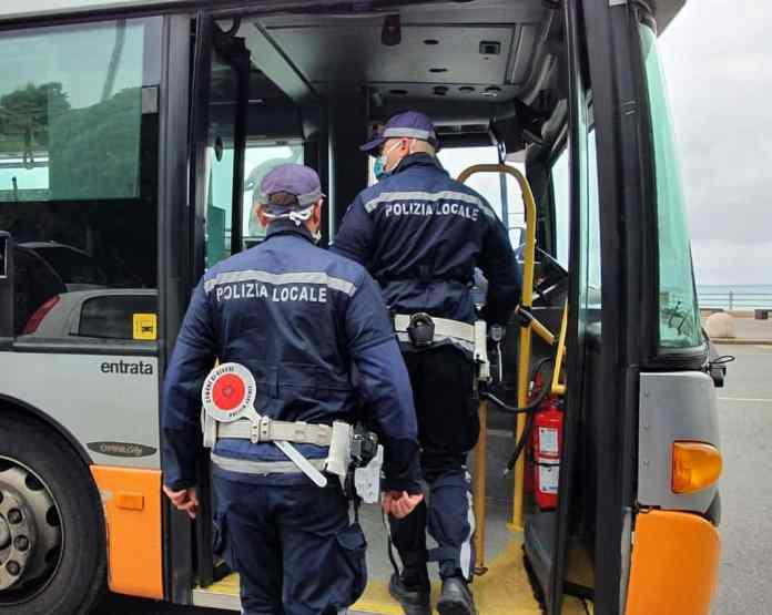 vigili controlli autobus