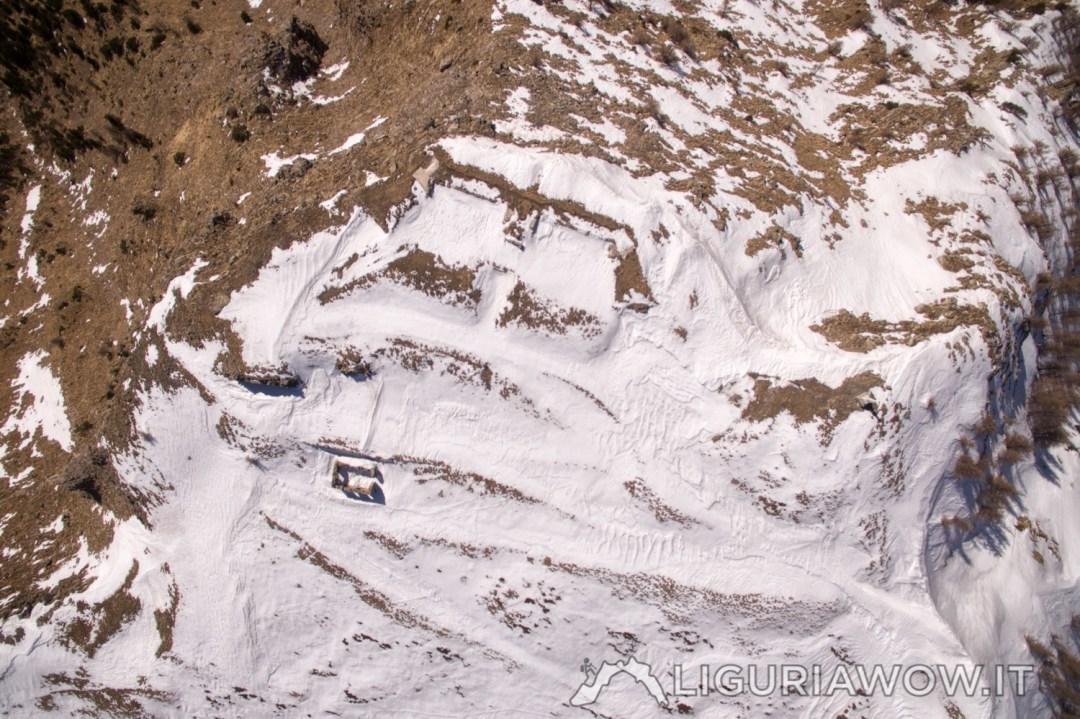 La batteria del Saccarello sotto la neve