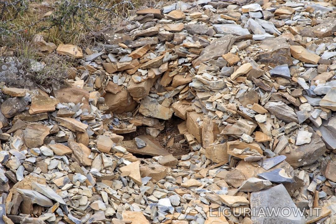 Mucchio di pietre sul Monte Lago, Golfo Dianese