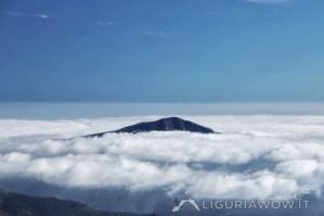Monte Bignone nella nebbia, da Gola del Covo