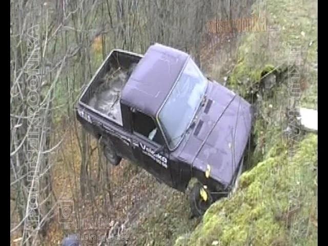 Varastatud kastiauto lükati astangult alla Kadrioru parki