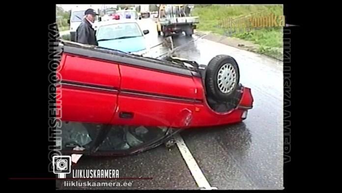 82-aastane vanahärra keeras auto katusele
