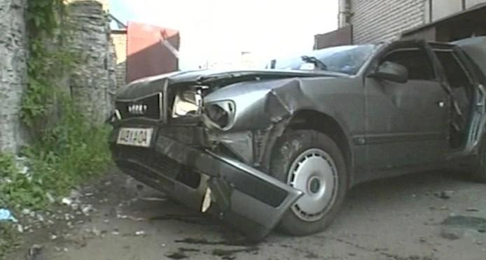 Audi paiskus peale liiklusõnnetust järsakust alla