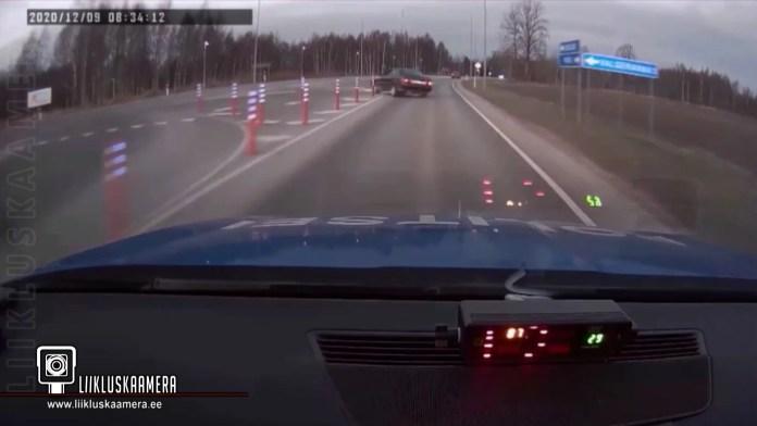Juhtimisõiguseta roolijoodik proovis politsei eest ära sõita