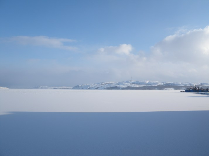 Aamun varjo Jäämeren lahdella.