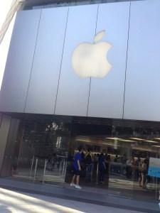 今年もiPhone6 Plusを買いにApple Store心斎橋に並んでます