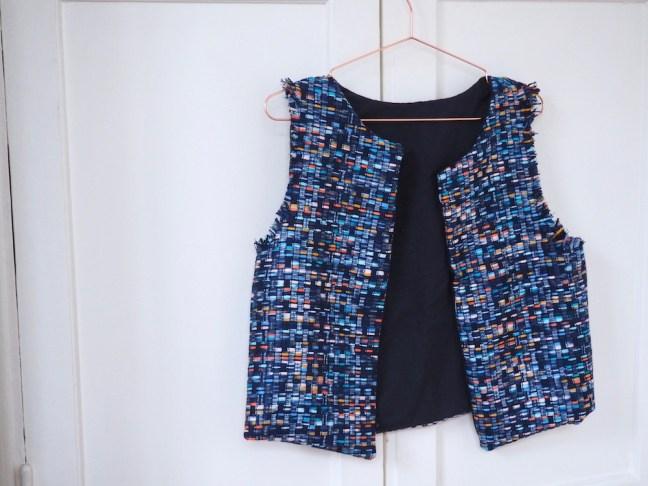 veste-sans-manches-couture