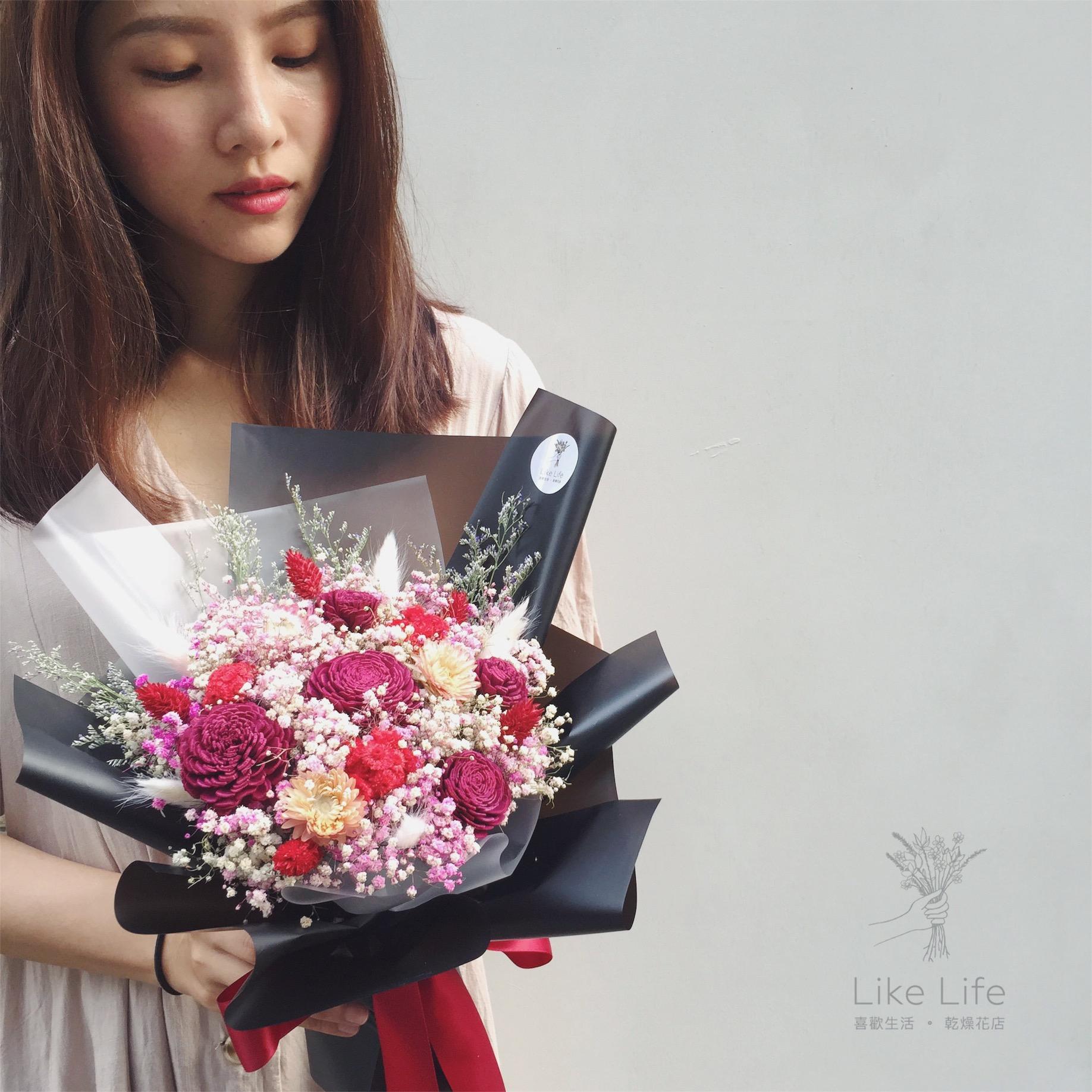 韓式包裝中型花束黑紅情境