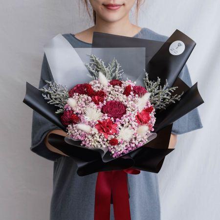 求婚乾燥花束推薦,台北求婚玫瑰乾燥花束紅色黑包裝花束,喜歡生活乾燥花店