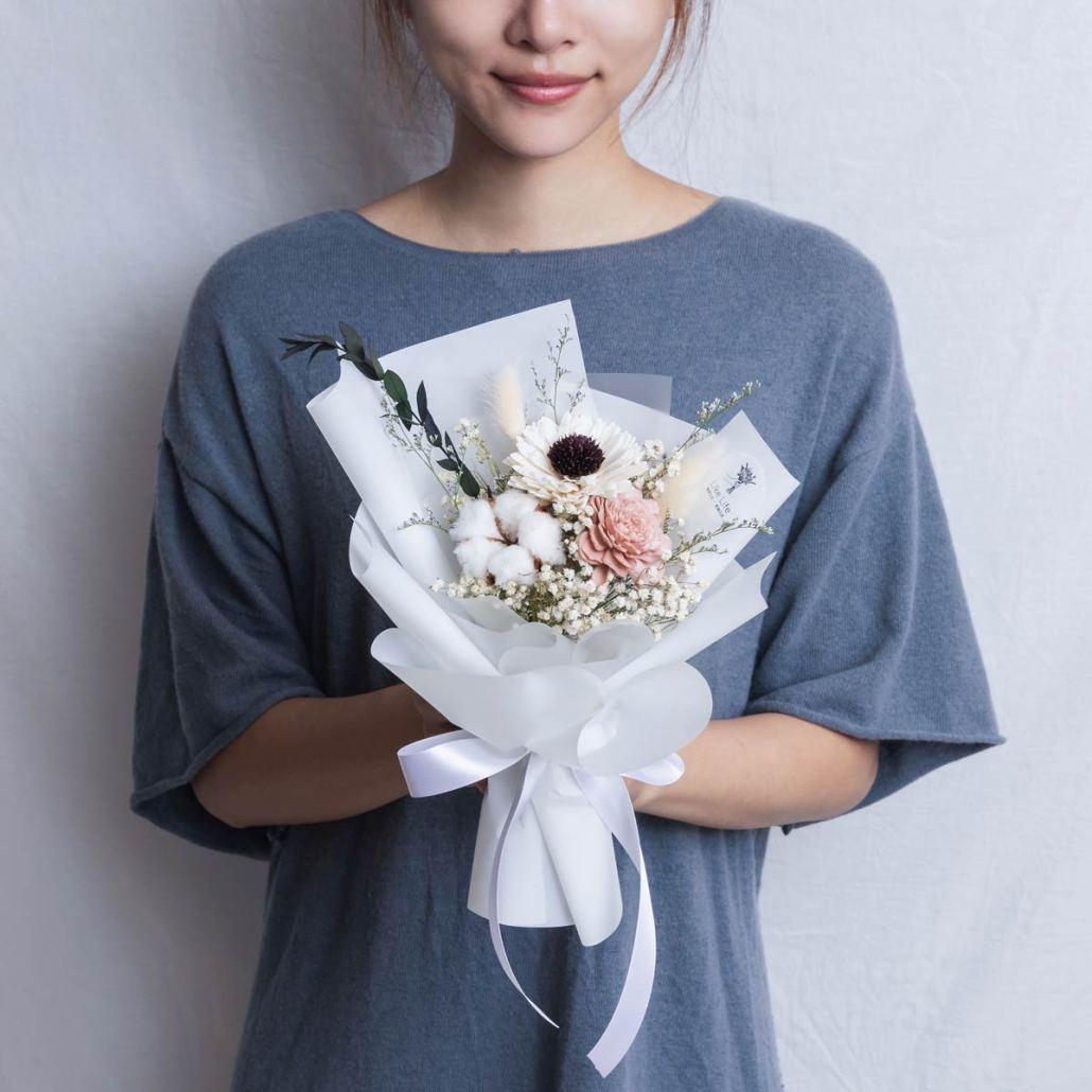 畢業花束推薦台北,向日葵畢業花束白色手拿