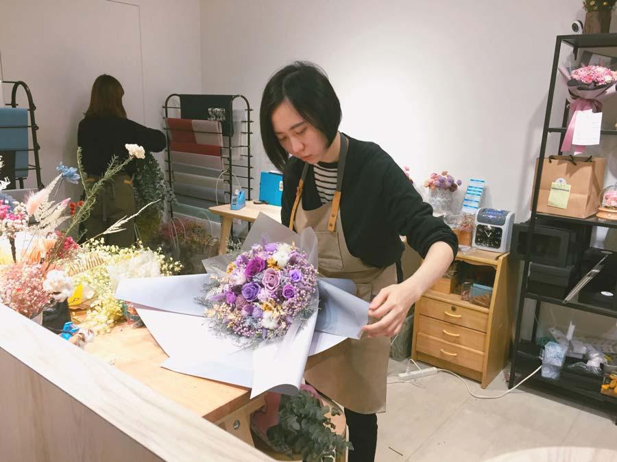 畢業花束畢業花束推薦,花藝設計師現場包花,畢業乾燥花