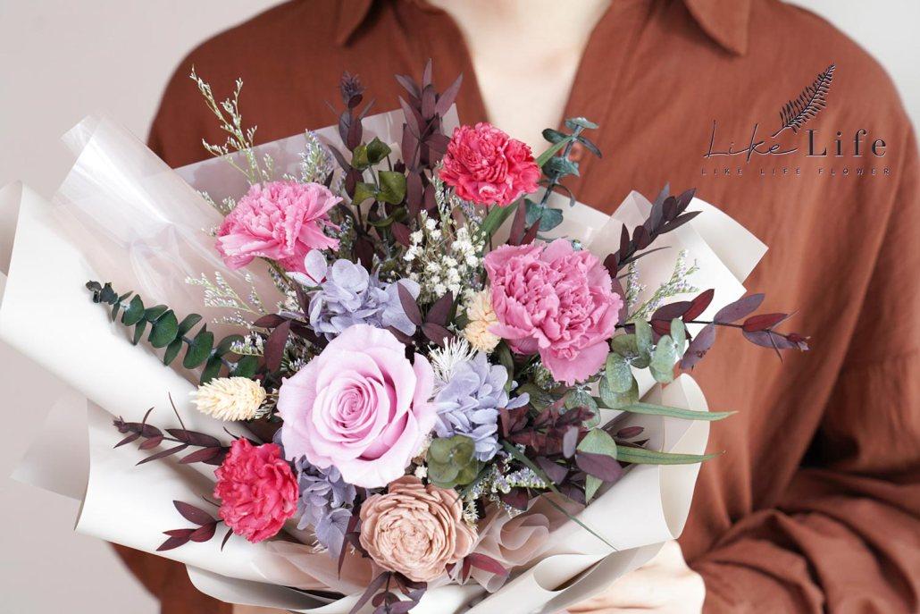 康乃馨花束-粉色永生花康乃馨花束特寫,母親節康乃馨花束台北