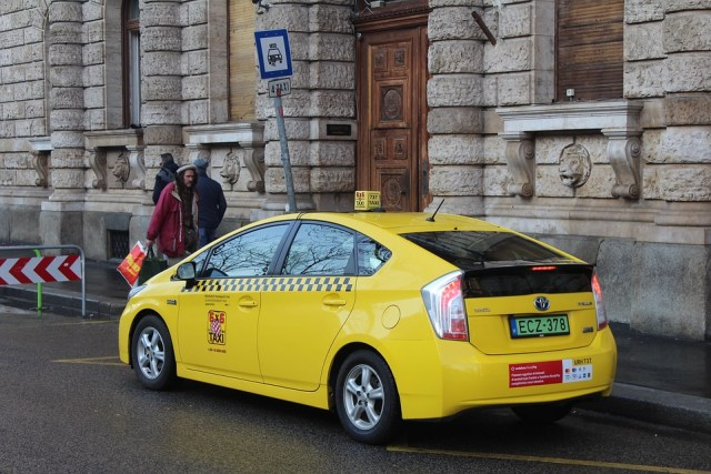 yellow-cab-in-budapest