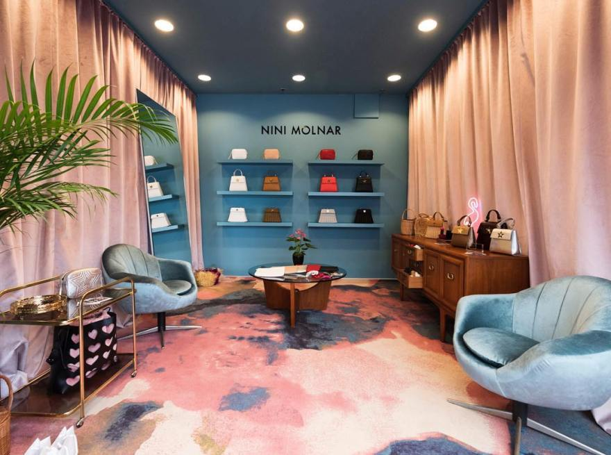 shop-blue-chairs-pink-carpet-display-with-hand-bags-display