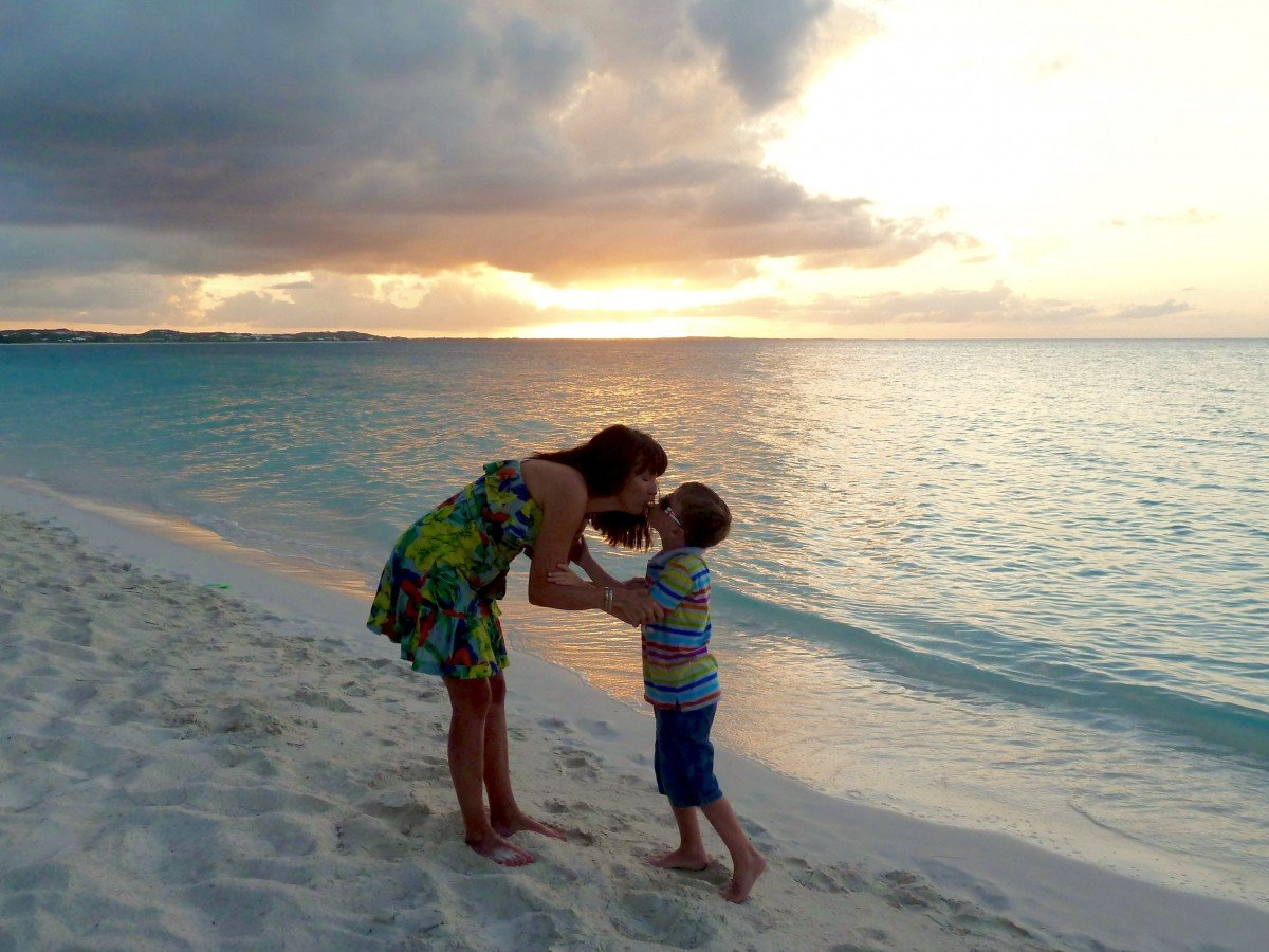 sunset Beaches Turks and Caicos All Inclusive Resort mum kissing
