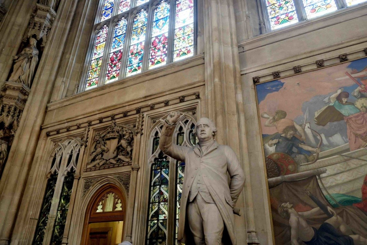 St Stephens hall statues , palace tour