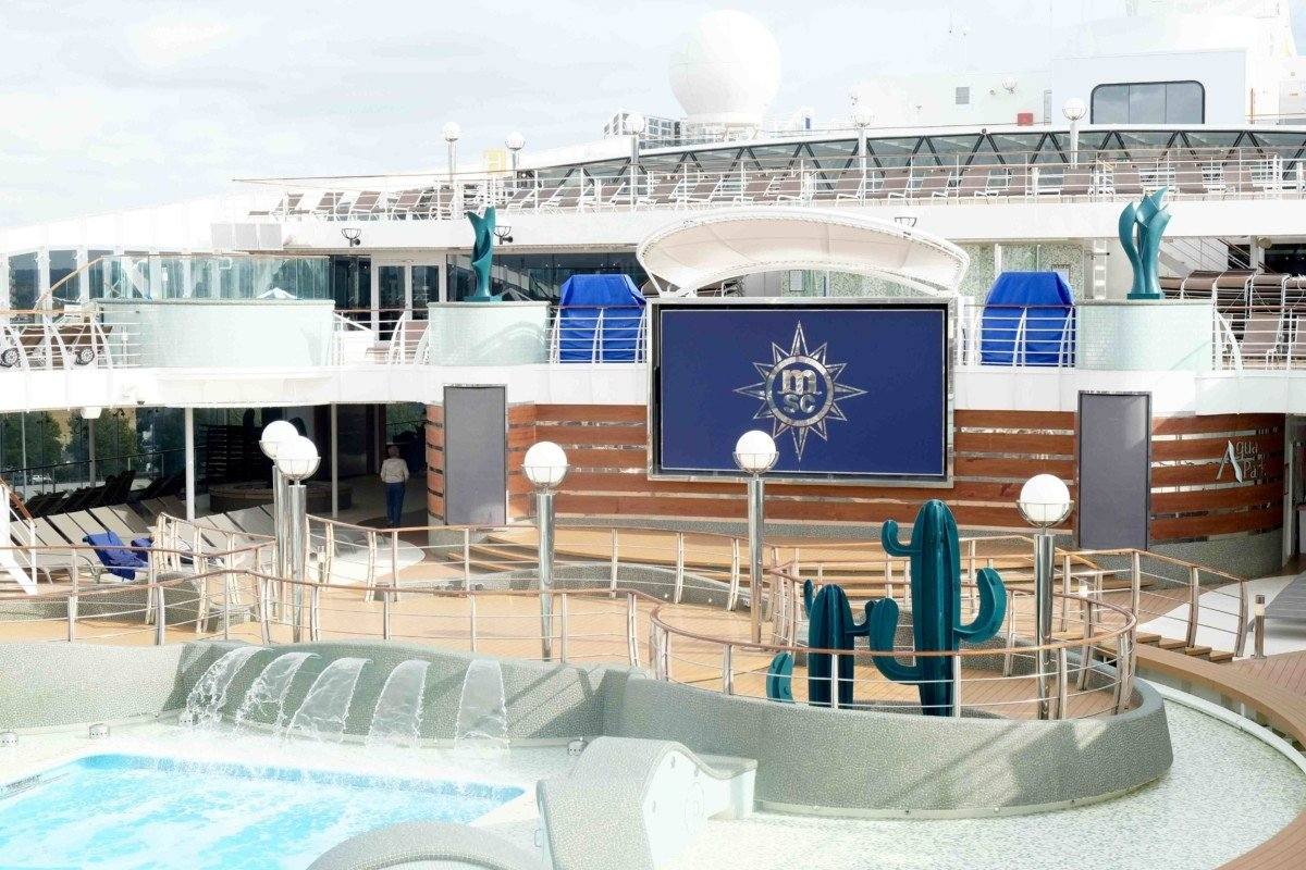 Cruise Msc Preziosa deck pool
