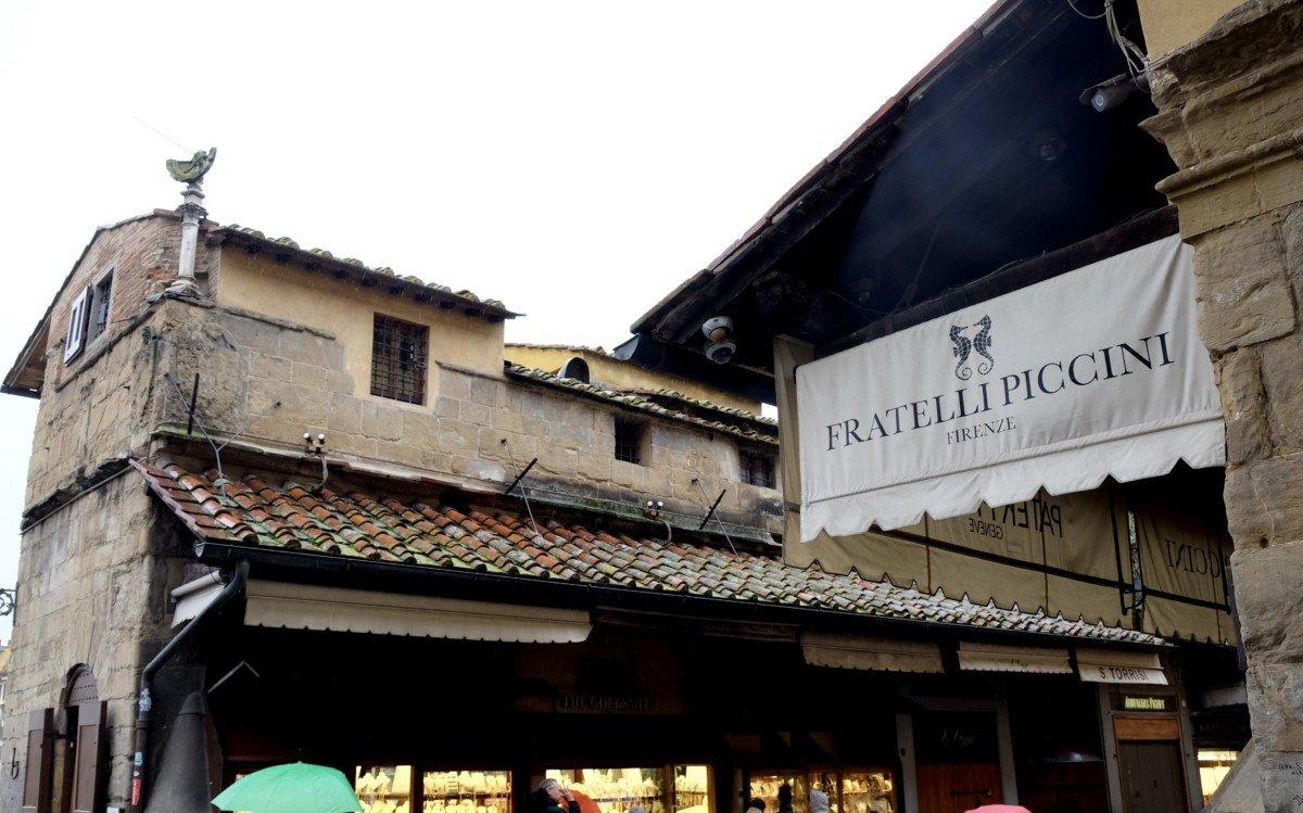 Gold shops on the Ponte Vecchio bridge