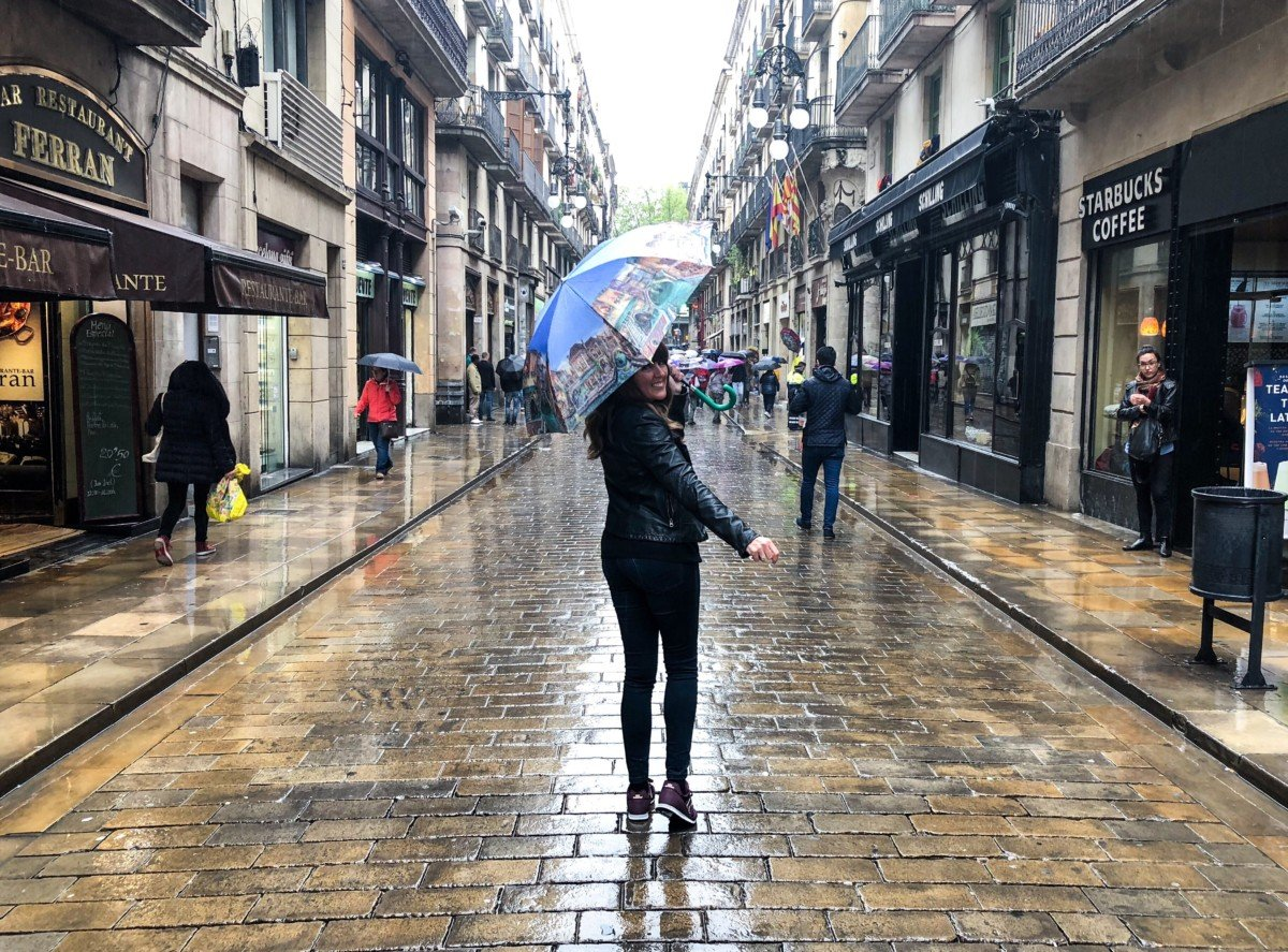 Like Love do Donna Vallance Travell Blogger about me page. Barcelona in the rain Picture.