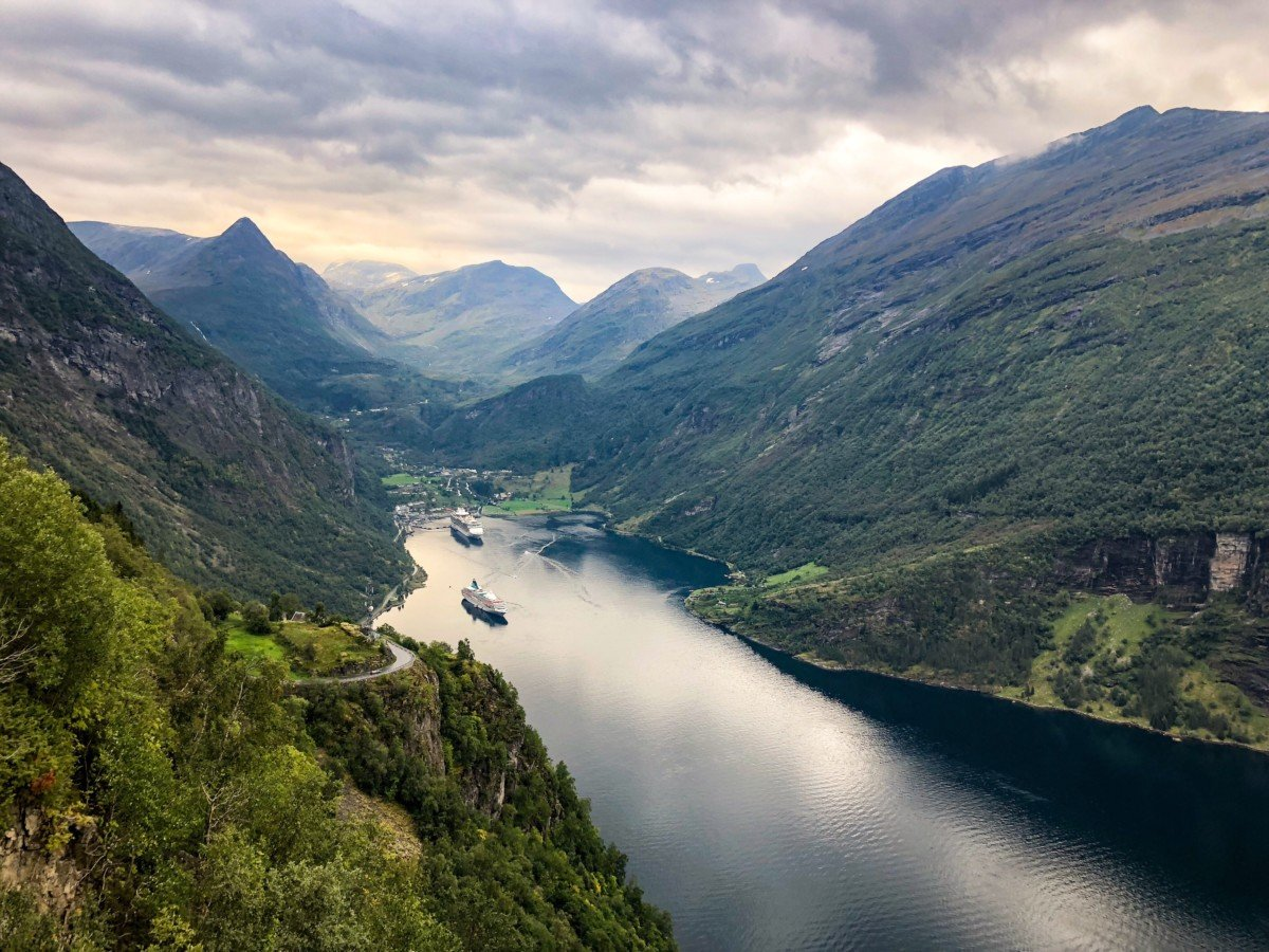 The view from Ørnesvingen on the Eagle bend road