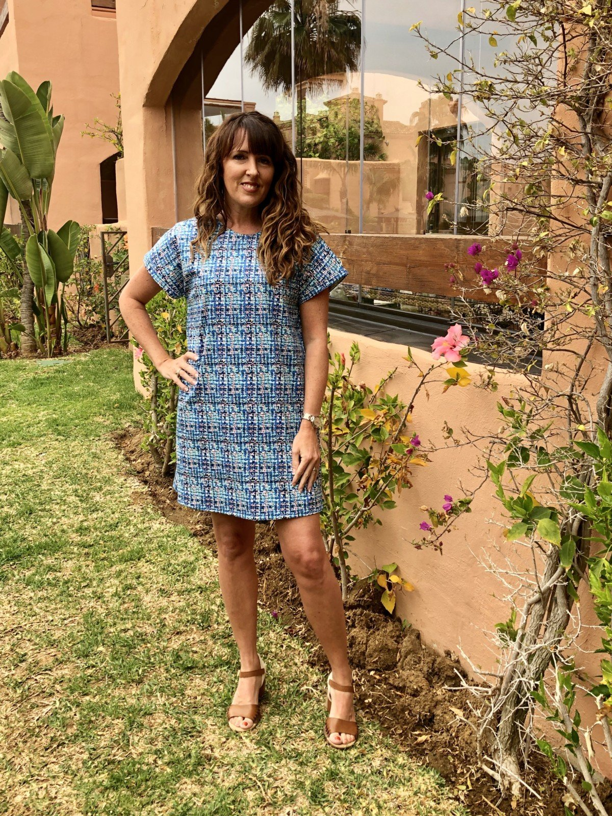 Tilly and the Buttons Stevie dress The stevie dress is meant to be loose fitting and not cling to your body otherwise the waist will look baggy and out of shape.