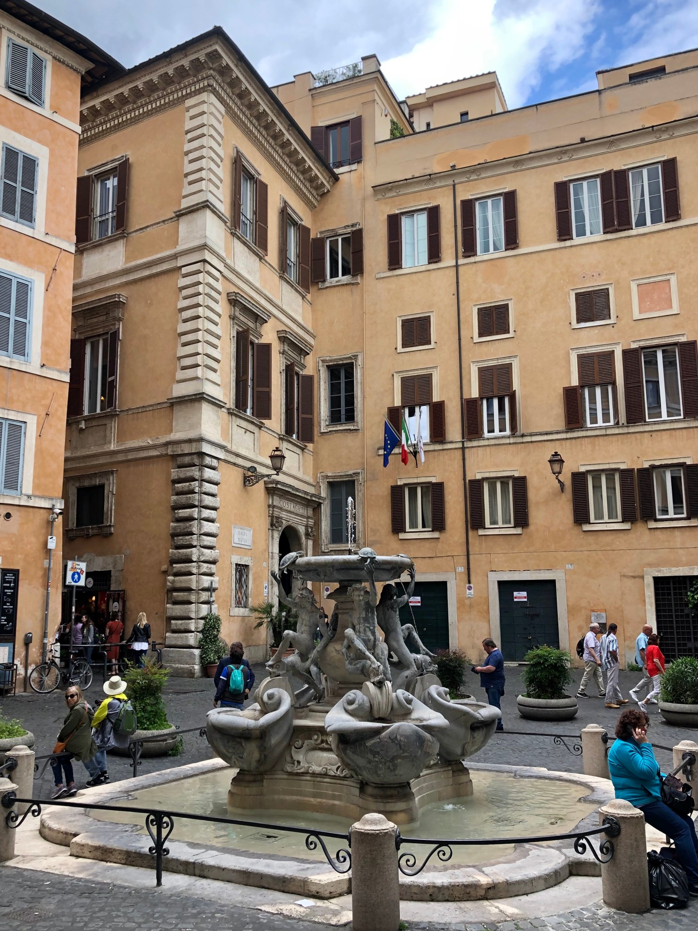 The Turtle fountain is in Piazza Mattei and was one of many fountains in Rome it is also said to be the first drinkable Jewish fountain in the area.