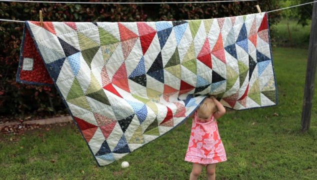 A triangle quilt for a big boy bed