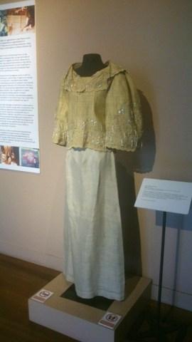 Traditional Filipina clothing