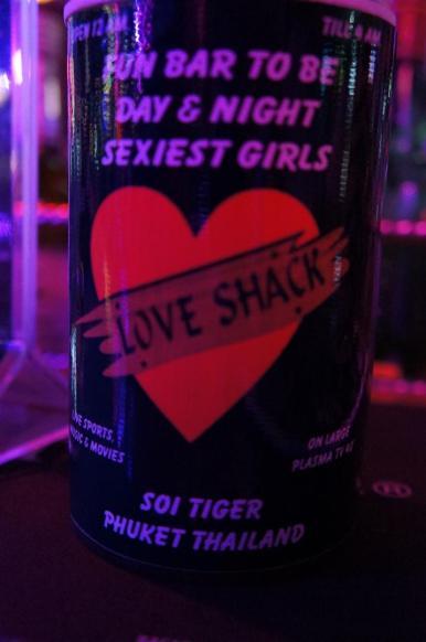 Nossa bebida vinha com isso, promovendo as mulheres.