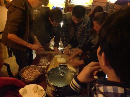 Todos aprendendo a fazer Dumpling