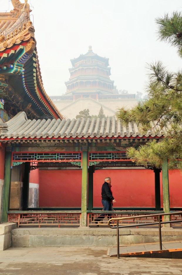 Palácio de Verão de Pequim ao fundo e o corredor longo