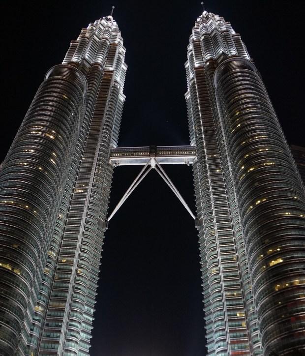 Torres Petronas - lugares imperdíveis para conhecer em Kuala Lumpur