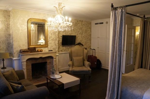 Onde ficar em Bruges? Veja nosso lindo quarto no The pand Hotel