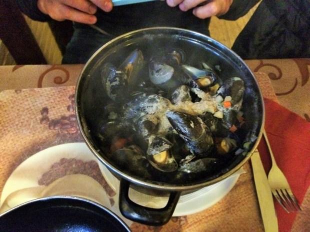 comidas imperdíveis para provar na Bélgica - mexilhões