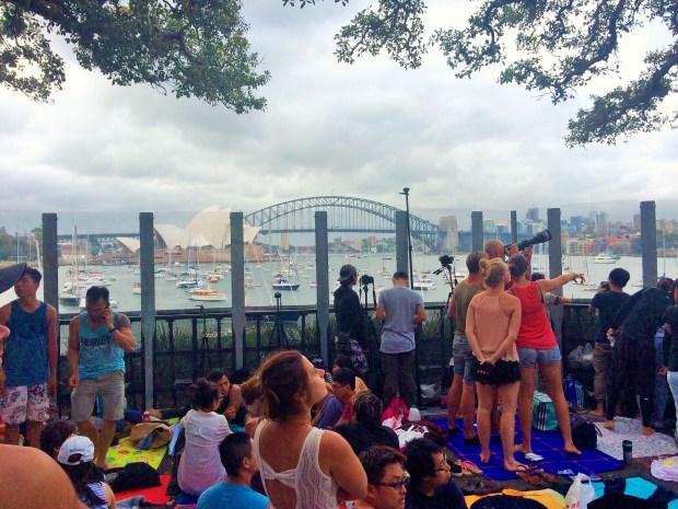 Onde não passar o Ano Novo em Sydney: até quem chegou cedo teve a vista obstruída