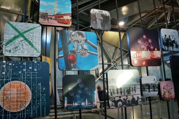 visitando o Atomium - exposição permanente
